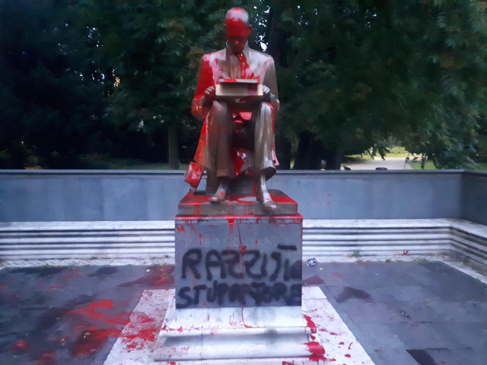 Statue dedicated to Montanelli has been smeared